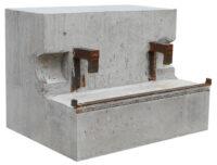 Belastningsvikt - 500 kg armerad betong monteras på traktorns hydraularmar